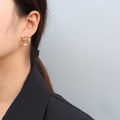 NHOK1461854-Pair-of-golden-earrings