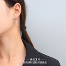 NHOK1461855-Pair-of-steel-earrings
