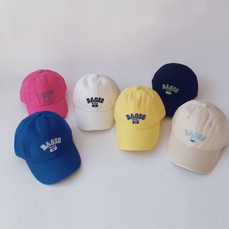 gorra de béisbol casual para niños con alfabeto de color sólido NHQU317632