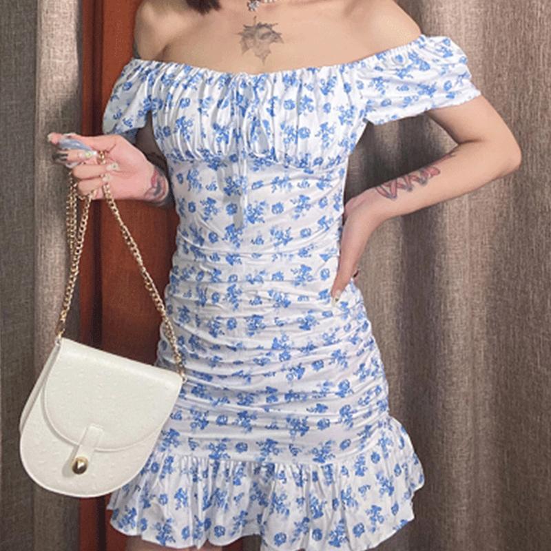 Vestido corto con hombros descubiertos y volantes florales con cuerda de lazo azul NHWA393527
