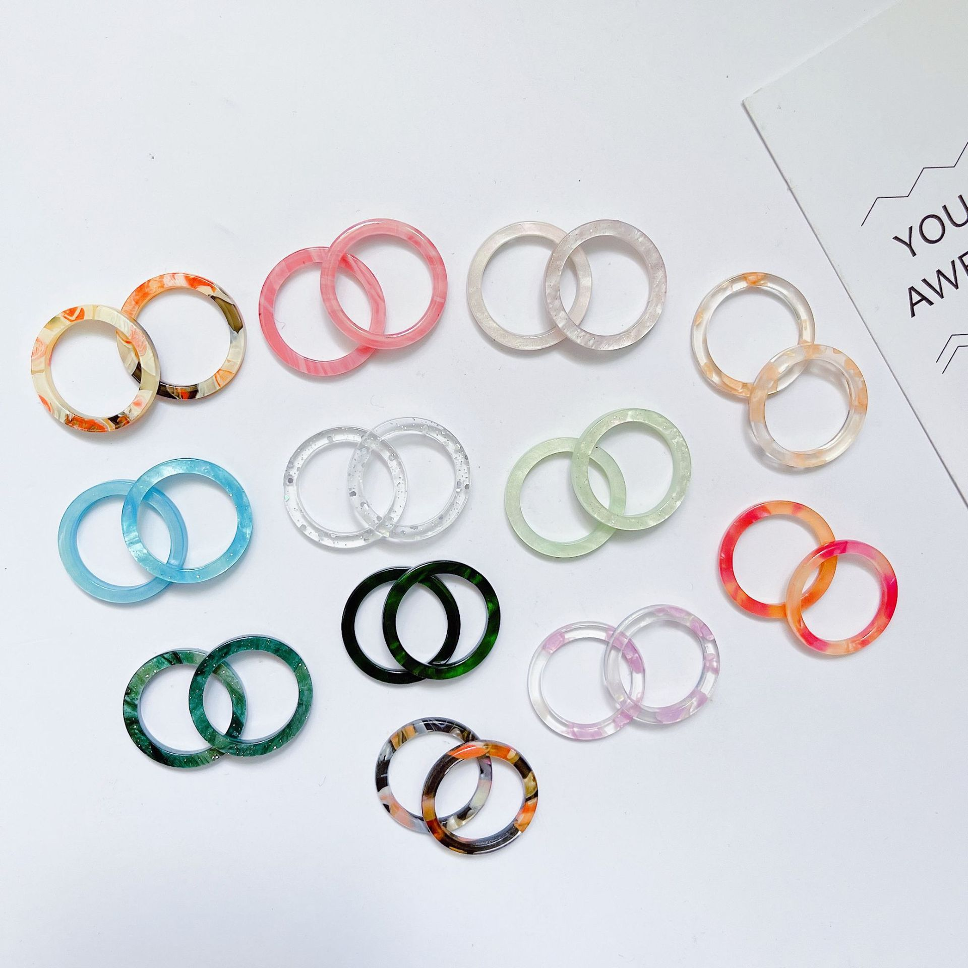 Anillos coloreados transparentes de la muchacha de la moda del anillo del acetato acrílico coreano al por mayor NHQIY392191
