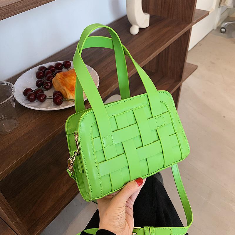 wholesale nueva bolsa de mensajero tejida de un solo hombro de color hit  NHTG392603