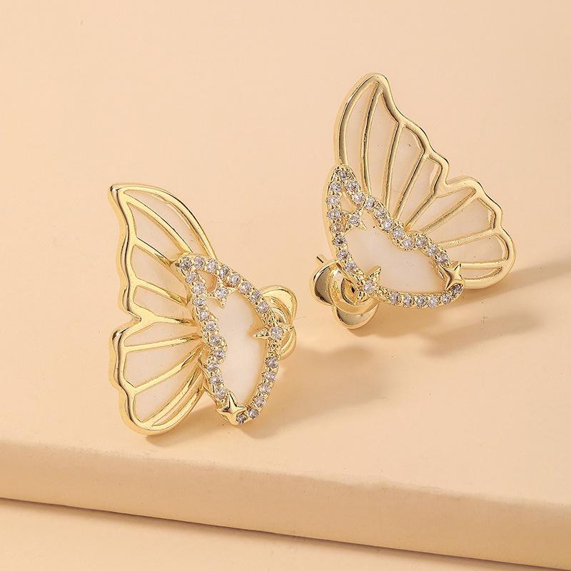 wholesale Pendientes de perno prisionero de mariposa de concha de diamantes de imitación de galvanoplastia de oro de moda  NHNJ393613