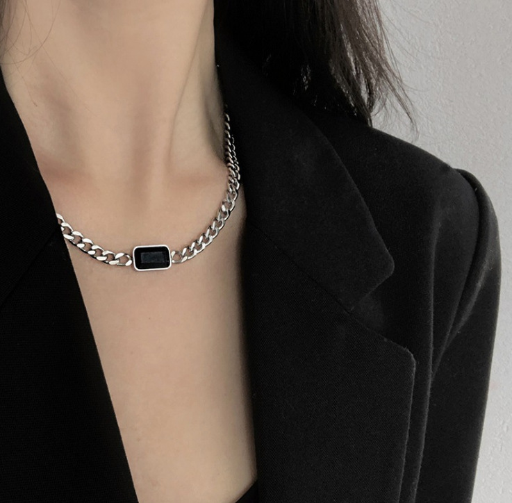 Al por mayor joyería simple collar de acero de titanio de diamante negro  NHAB395548